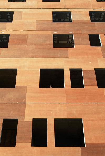 Full Frame「Insulation instalment on building, Barking, Essex, UK」:写真・画像(4)[壁紙.com]