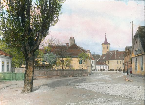 Middle Class「The Probusgasse (street) in Heiligenstadt. Vienna, 19th district. Hand-colored lantern slide. Around 1910.」:写真・画像(11)[壁紙.com]