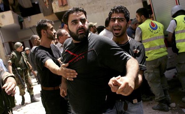 Men「Israel Bombs Housing Block Near Central Beirut」:写真・画像(8)[壁紙.com]