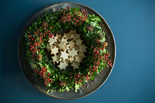 Star Anise「Selfmade Advent wreath, boxwood twigs, rosehip, star anise, shortbread」:スマホ壁紙(10)