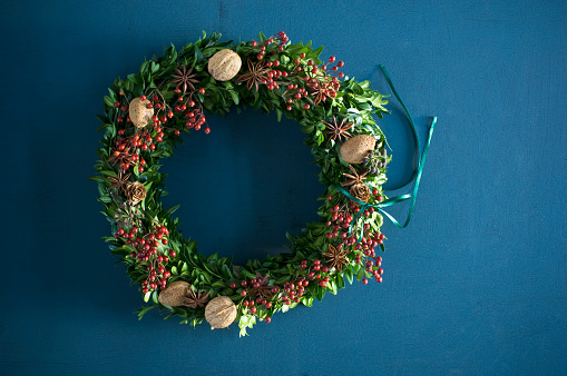 Walnut「Selfmade Advent wreath, box twigs, rosehip, star anise, walnuts and almonds」:スマホ壁紙(8)
