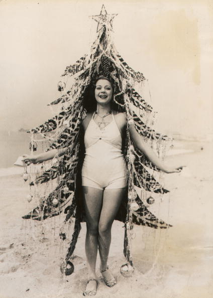 Imagno「Beauty queen in a Christmas tree costume」:写真・画像(16)[壁紙.com]