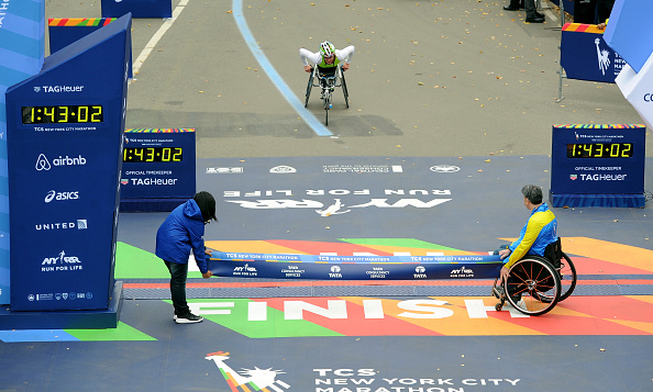 Finishing「TAG Heuer Official Timekeeper And Timepiece Of 2015 TCS New York City Marathon」:写真・画像(18)[壁紙.com]