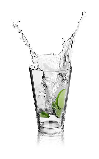 Splash in Ice drink with limes:スマホ壁紙(壁紙.com)