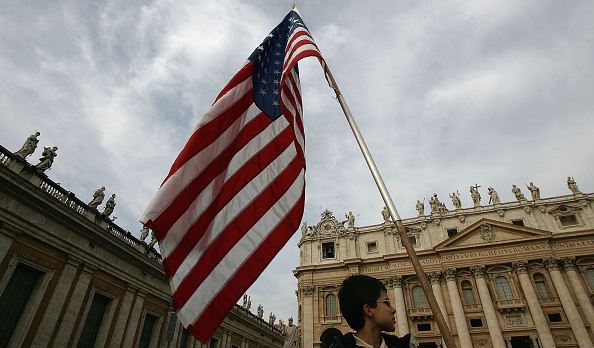 Religious Mass「Thousands Attend Mass In Honour Of Pope」:写真・画像(12)[壁紙.com]
