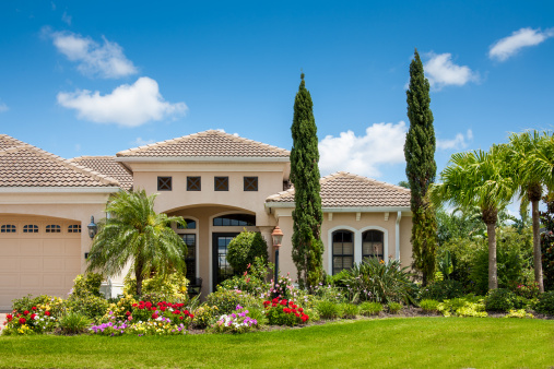 Italian Cypress「Upscale Home with Gorgeous Flower Garden」:スマホ壁紙(8)