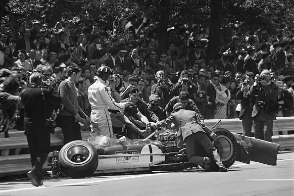 Formula One Racing「Graham Hill Crashes At Montjuich」:写真・画像(17)[壁紙.com]