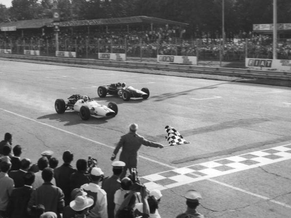Formula One Racing「Surtees Wins At Monza」:写真・画像(17)[壁紙.com]