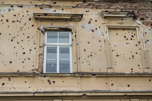 Deterioration「Bullet holes on side of building」:スマホ壁紙(8)
