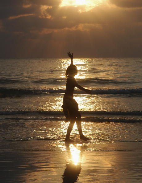 Silhouette「Thai Tourism Bounces Back As Revelers Hit The Beach」:写真・画像(12)[壁紙.com]