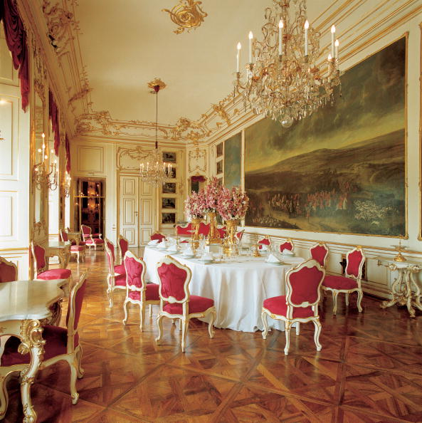 Dining Room「The Roeselzimmer (The horse's room) in Castle Scho」:写真・画像(7)[壁紙.com]