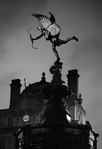 Cupid「エロスの像、ピカデリーサーカス、ロンドン」:スマホ壁紙(7)