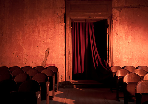 Horror「Old and empty dark theater with red curtains」:スマホ壁紙(14)