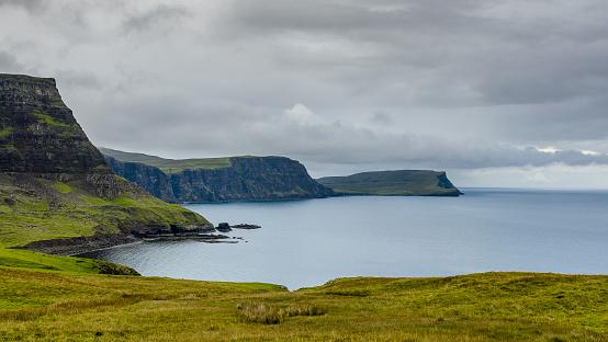 スコットランド「Coastline near Neist Point, Isle of Skye, Scotland, UK」:スマホ壁紙(19)