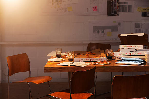 messy group worktable with pizza boxes:スマホ壁紙(壁紙.com)