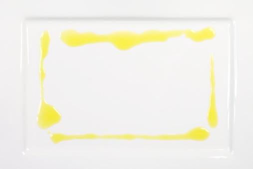 Rectangle「Olive Oil Frame on White Plate」:スマホ壁紙(4)