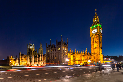 Election「Houses of Parliament and rush hour traffic on Westminster Bridge in London at night.」:スマホ壁紙(9)