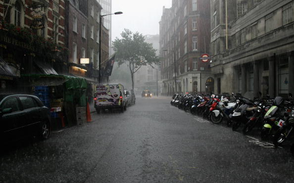 Torrential Rain「Areas Of England On Flood Alert」:写真・画像(11)[壁紙.com]