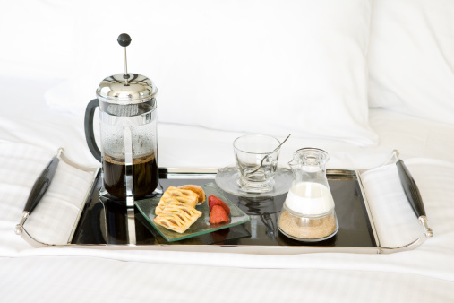 French Press「Breakfast on tray on bed」:スマホ壁紙(9)