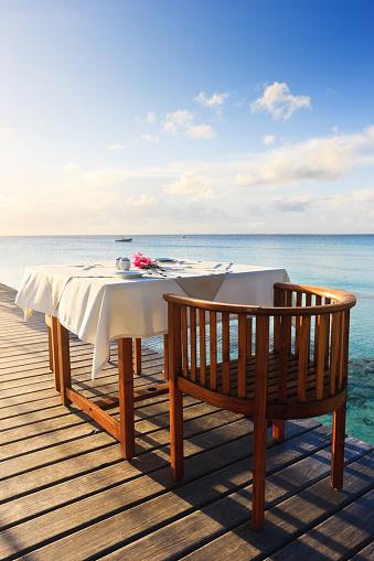 食事「の朝食で、朝は美しいトロピカルなポリネシアの高級リゾート地」:スマホ壁紙(17)