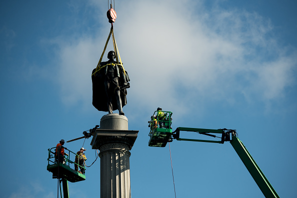 Absence「Charleston Removes John C. Calhoun Statue From City's Marion Square」:写真・画像(12)[壁紙.com]