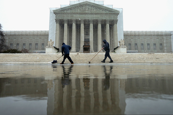 Chip Somodevilla「Late Winter Snowstorm Hits Washington DC」:写真・画像(13)[壁紙.com]