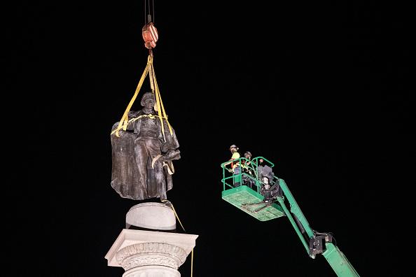 Charleston - South Carolina「Charleston Removes John C. Calhoun Statue From City's Marion Square」:写真・画像(9)[壁紙.com]