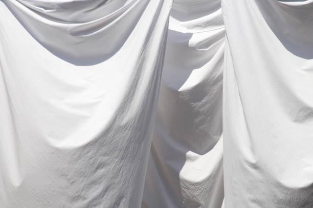 White sheets drying:スマホ壁紙(壁紙.com)
