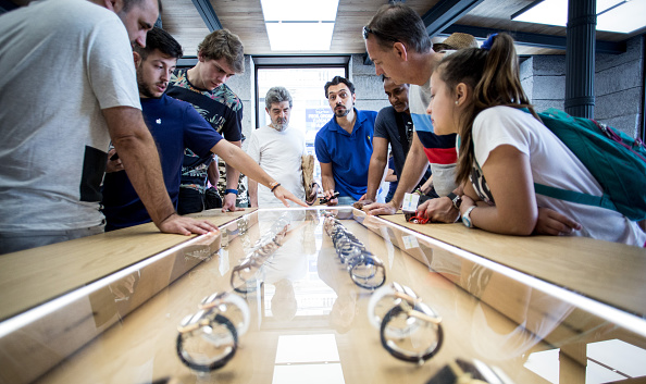 Apple Watch「Apple Watch Availability At Apple Store Puerta Del Sol Madrid」:写真・画像(10)[壁紙.com]