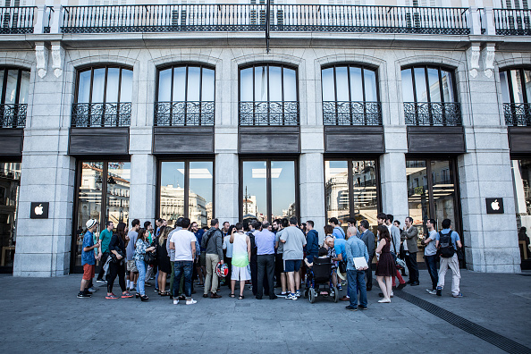 Apple Watch「Apple Watch Availability At Apple Store Puerta Del Sol Madrid」:写真・画像(9)[壁紙.com]