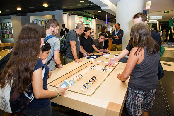 Apple Watch「Apple Watch Availability At Fnac Champs-Elysees, Paris」:写真・画像(14)[壁紙.com]