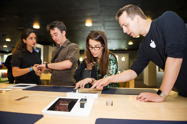 Apple Watch「Apple Watch Availability At Fnac Champs-Elysees, Paris」:写真・画像(1)[壁紙.com]