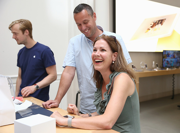 Apple Watch「Apple Watch Availability At Apple Store Amsterdam」:写真・画像(15)[壁紙.com]