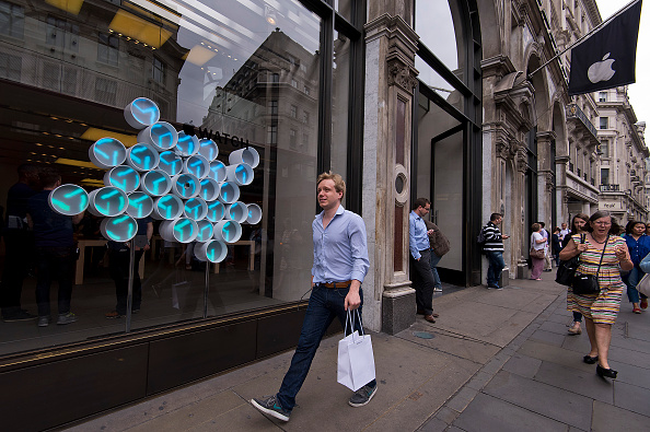 Apple Watch「Apple Watch Availability At Apple Store Regent Street London」:写真・画像(0)[壁紙.com]