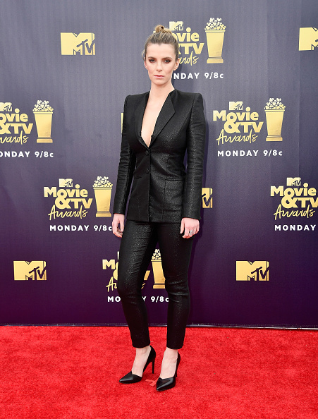 Betty Gilpin「2018 MTV Movie And TV Awards - Arrivals」:写真・画像(17)[壁紙.com]