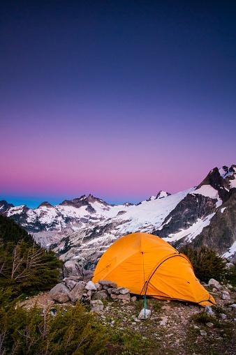 North Cascades National Park「Tent at dusk, White Rock Lakes along the Ptarmigan Traverse, North Cascades, Washington」:スマホ壁紙(10)