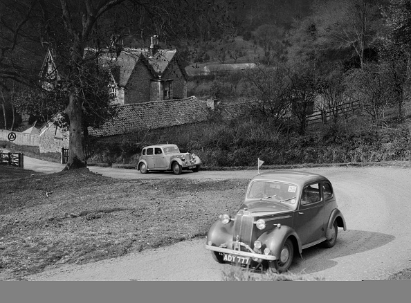 CG「Vauxhall 10 of Miss IM Burton amd Rover of CG Dunham competing in the RAC Rally, 1939」:写真・画像(4)[壁紙.com]