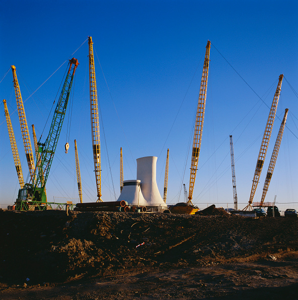 Support「Cranes putting into position roof supports for the Millennium Dome, Greenwich, London, UK」:写真・画像(0)[壁紙.com]