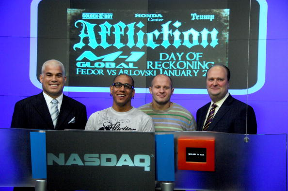 Fedor Emelianenko「Fedor Emelianenko And Tito Ortiz Ring The NASDAQ Opening Bell」:写真・画像(7)[壁紙.com]