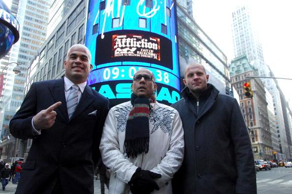 Fedor Emelianenko「Fedor Emelianenko And Tito Ortiz Ring The NASDAQ Opening Bell」:写真・画像(8)[壁紙.com]
