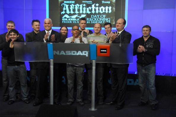 Fedor Emelianenko「Fedor Emelianenko And Tito Ortiz Ring The NASDAQ Opening Bell」:写真・画像(4)[壁紙.com]
