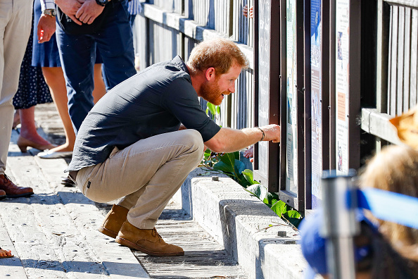 Crouching「The Duke And Duchess Of Sussex Visit Australia - Day 7」:写真・画像(14)[壁紙.com]