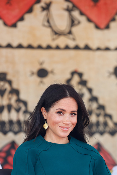 Looking「The Duke And Duchess Of Sussex Visit Fiji - Day 3」:写真・画像(12)[壁紙.com]