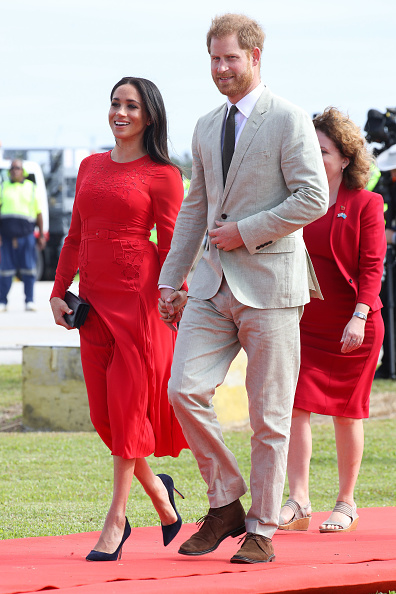 Dress「The Duke And Duchess Of Sussex Visit Tonga - Day 1」:写真・画像(11)[壁紙.com]