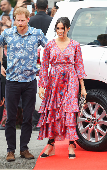 Holding Hands「The Duke And Duchess Of Sussex Visit Fiji - Day 2」:写真・画像(11)[壁紙.com]