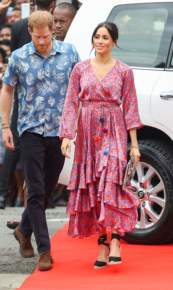 Two People「The Duke And Duchess Of Sussex Visit Fiji - Day 2」:写真・画像(18)[壁紙.com]