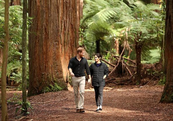 歩く「The Duke And Duchess Of Sussex Visit New Zealand - Day 4」:写真・画像(19)[壁紙.com]