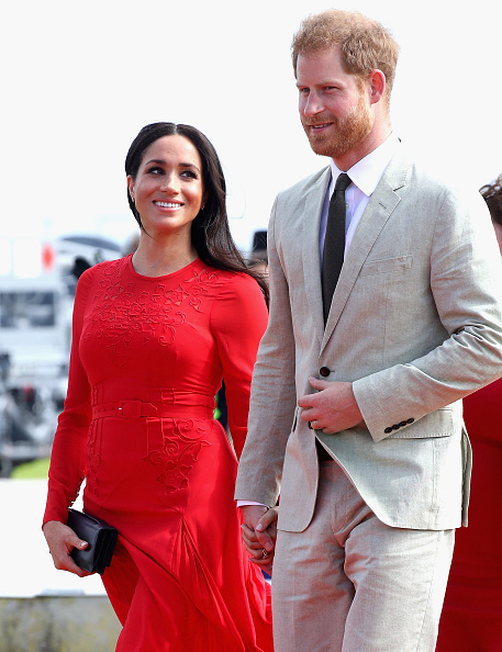 Two People「The Duke And Duchess Of Sussex Visit Tonga - Day 1」:写真・画像(18)[壁紙.com]