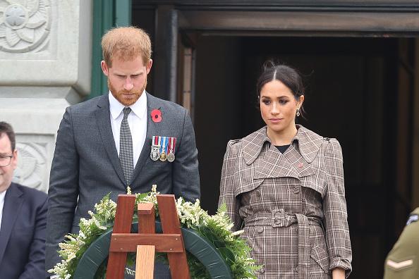 上半身「The Duke And Duchess Of Sussex Visit New Zealand - Day 1」:写真・画像(19)[壁紙.com]