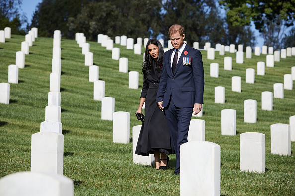 Cemetery「Duke And Duchess Of Sussex Lay Wreath At  Los Angeles National Cemetery For Remembrance Sunday」:写真・画像(7)[壁紙.com]